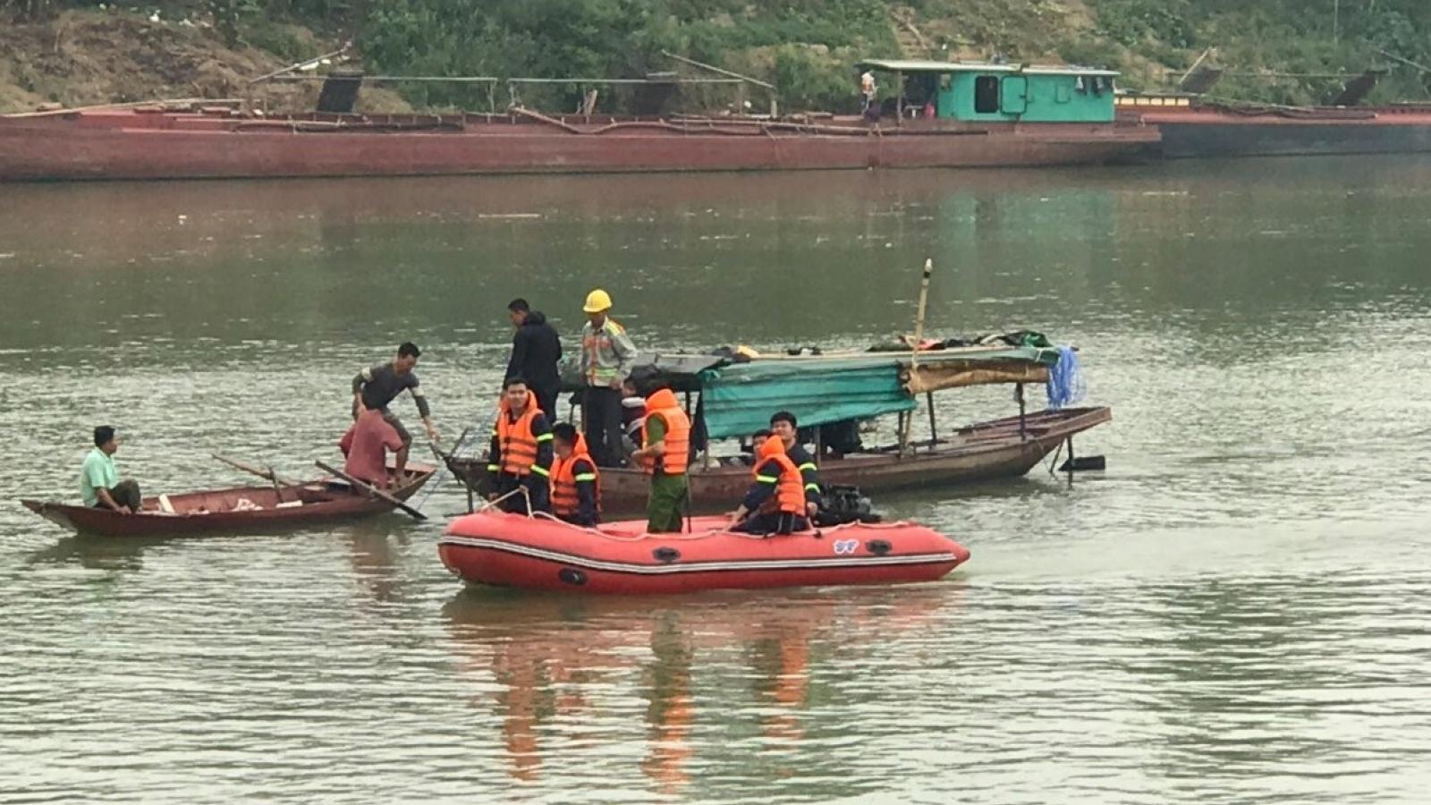 Nữ sinh 15 tuổi gieo mình xuống sông Lam tự vẫn