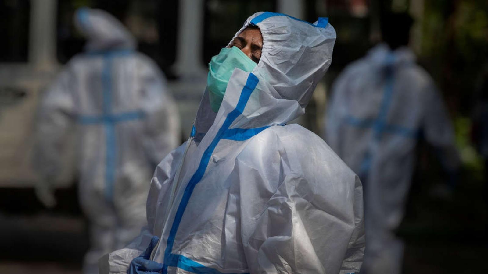 Chật vật tìm được bình oxy, bệnh nhân Covid-19 ở Ấn Độ đã cận kề cái chết