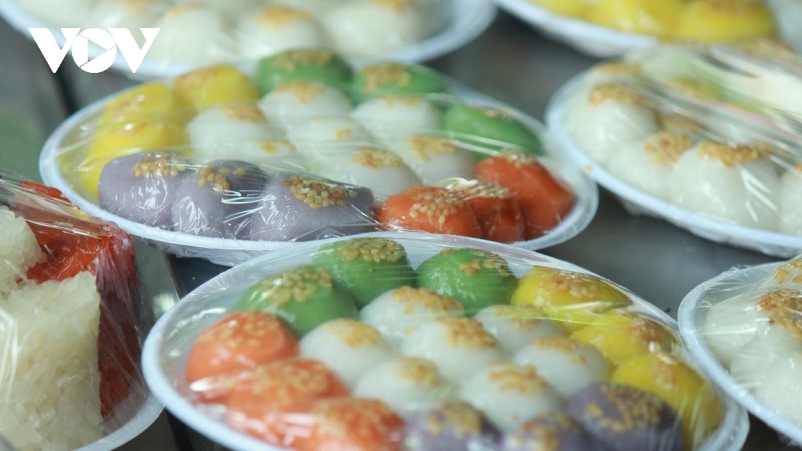 Hanoians make final preparations ahead of Han Thuc Festival