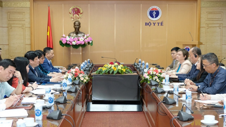 Vietnam seeks foreign assistance for COVID-19 vaccination process