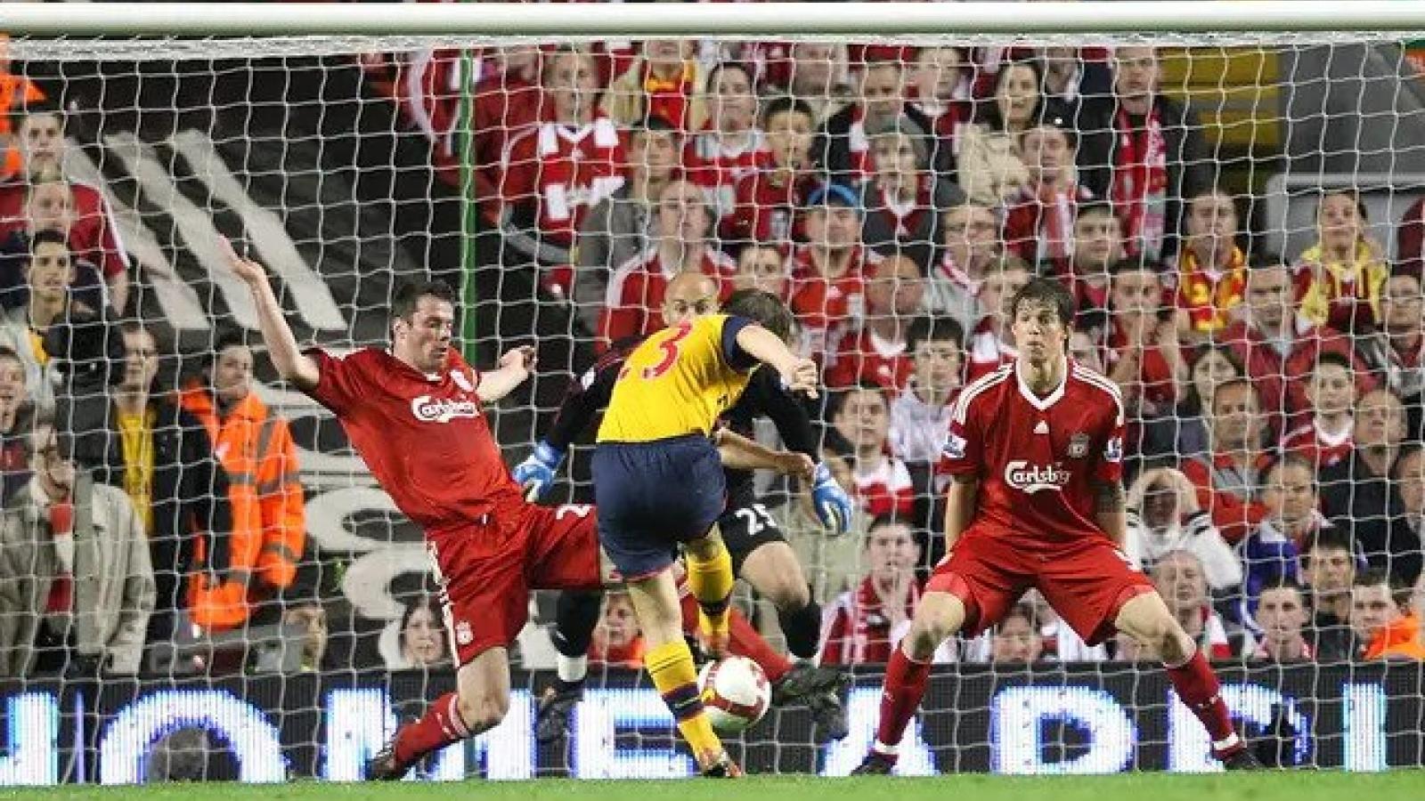 """Ngày này năm xưa: Arsenal và Liverpool tạo nên trận đấu """"điên rồ"""""""