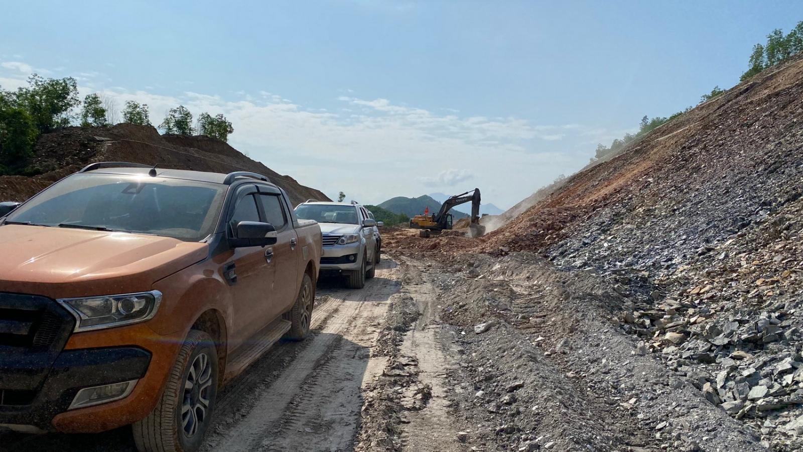 Thiếu đất đắp nền, đe dọa tiến độ cao tốc La Sơn-Cam Lộ
