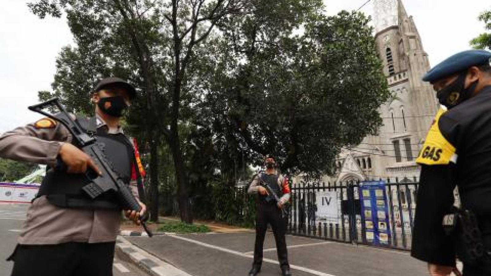 Indonesia huy động hơn 5.000 nhân viên an ninh bảo vệ 833 giáo đường sau vụ khủng bố