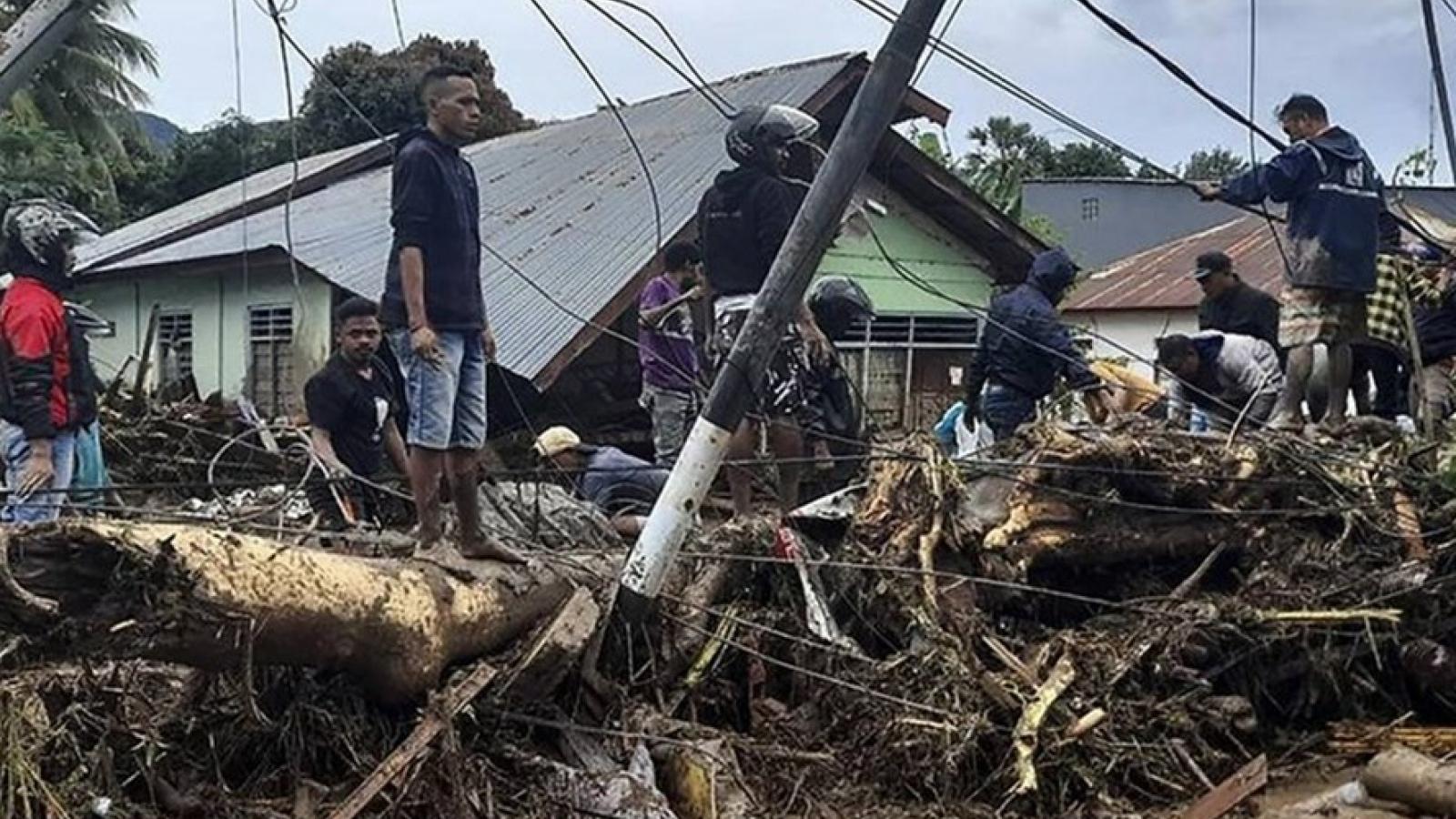 Bão Seroja đổ bộ vào Indonesia khiến 174 người thiệt mạng