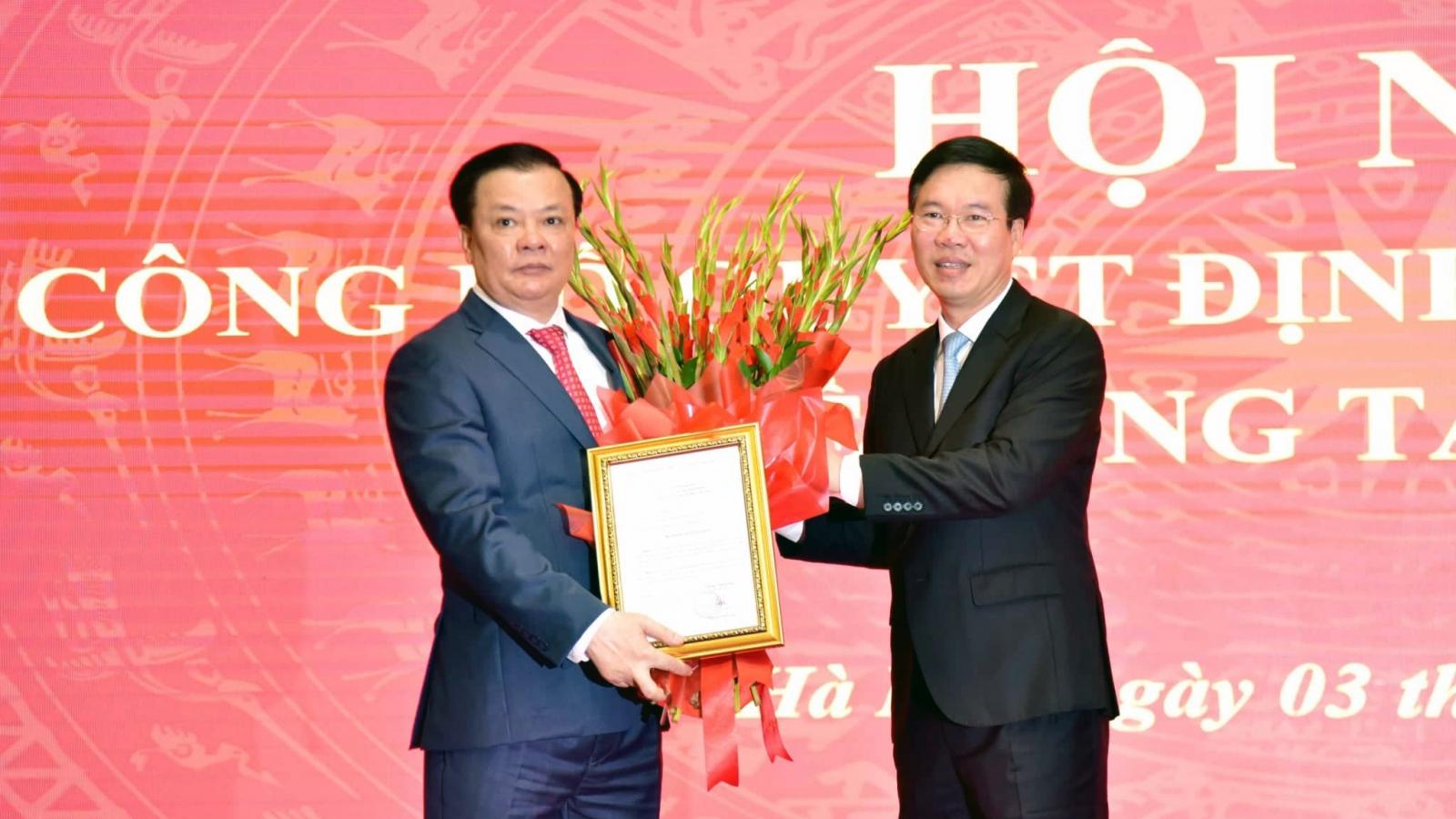 Trao quyết định phân công ông Đinh Tiến Dũng làm Bí thư Thành ủy Hà Nội