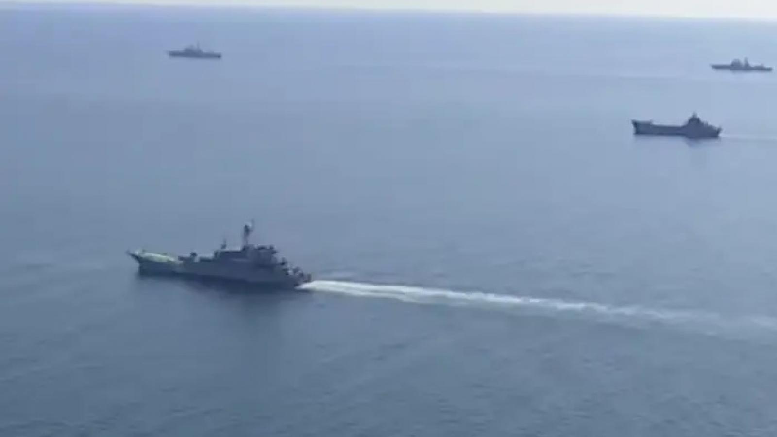 """Nga cảnh báo tàu Mỹ """"tránh xa"""" bờ biển Nga, đồng thời thúc đẩy thỏa thuận hạt nhân Iran"""