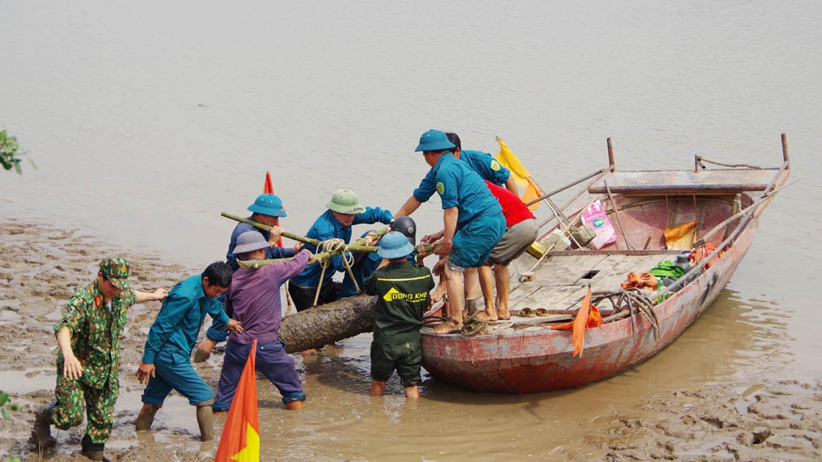 Phát hiện quả bom 230kg ở ven sông Kinh Thầy