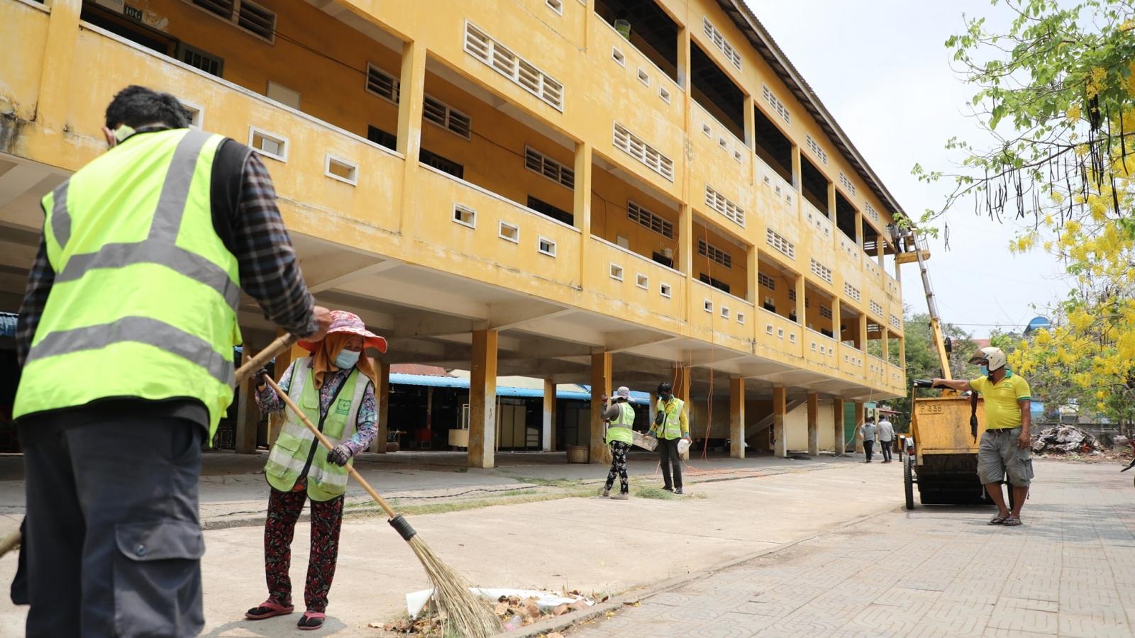 Số ca Covid-19 tăng nhanh, các bệnh viện Campuchia quá tải