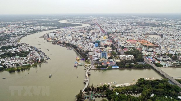 PM urges drastic measures to develop Mekong Delta