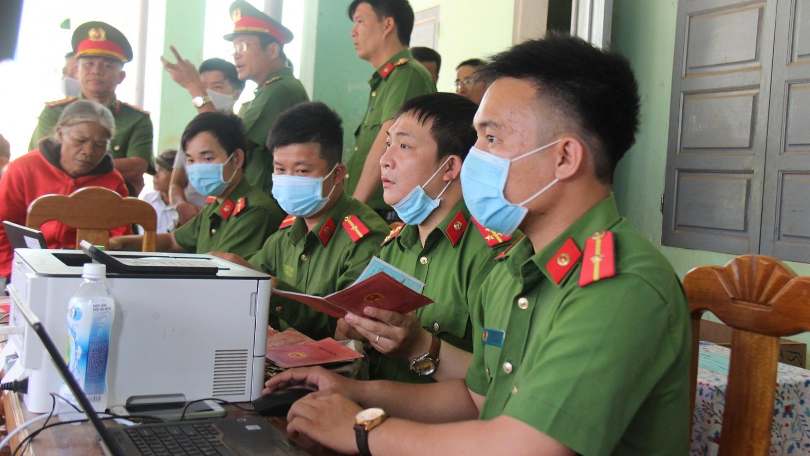 Nhiều huyện miền núi Quảng Nam hoàn thành cấp căn cước công dân