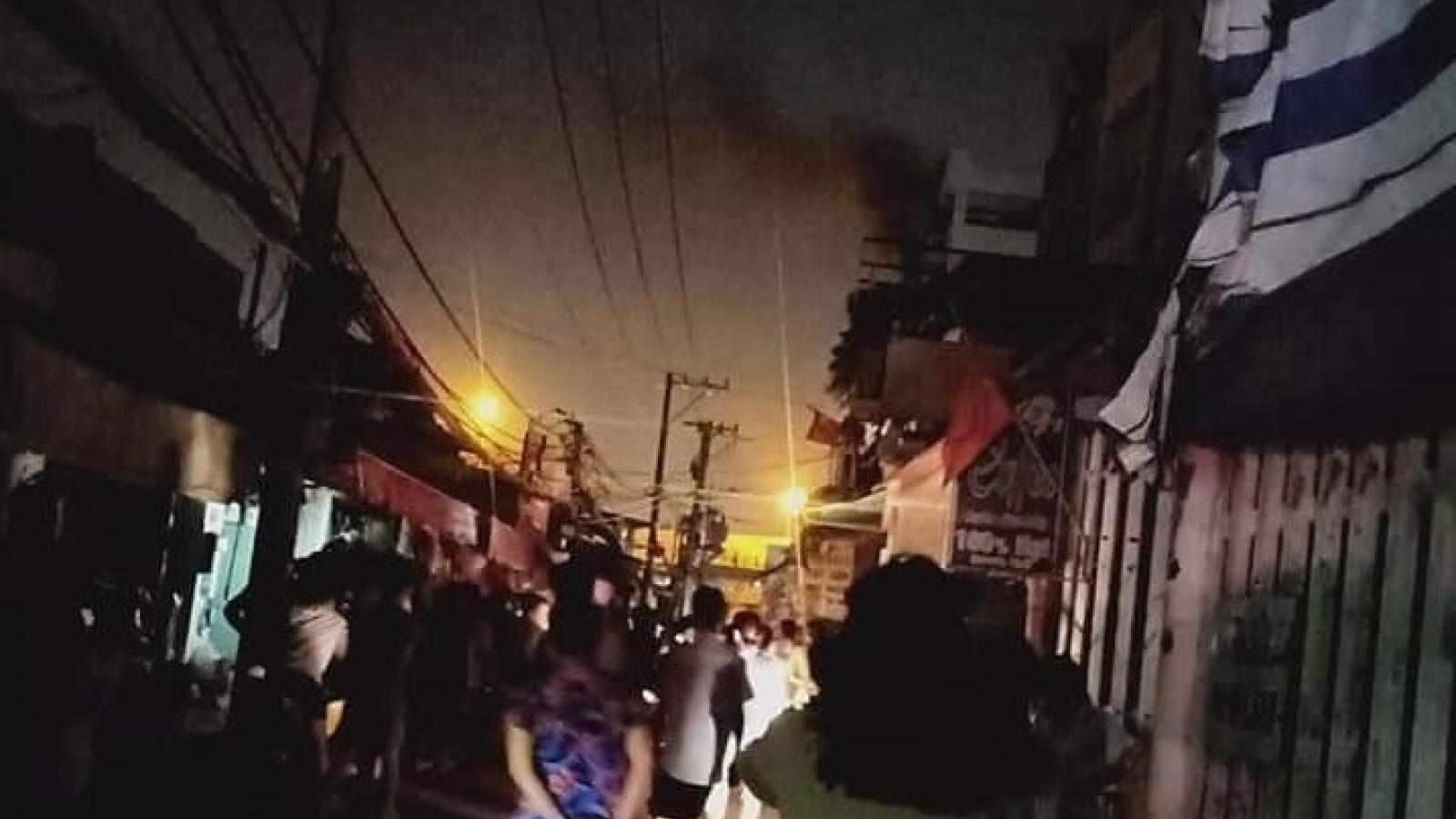 Cháy lớn chung cư mini ở TP.HCM, 24 người mắc kẹt được giải cứu