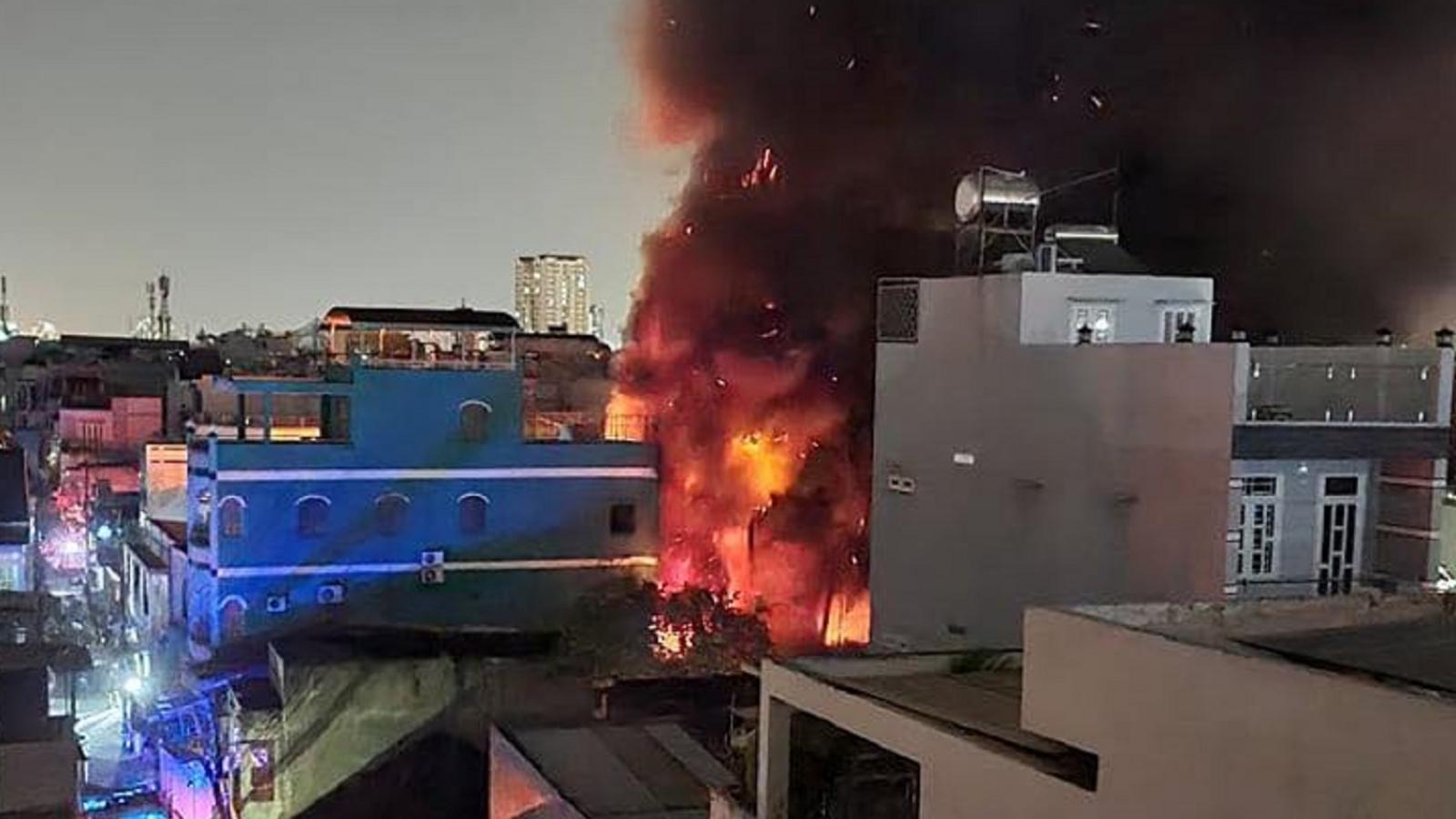 Điều tra nguyên nhân vụ cháy ở công ty sản xuất đồ nhựa