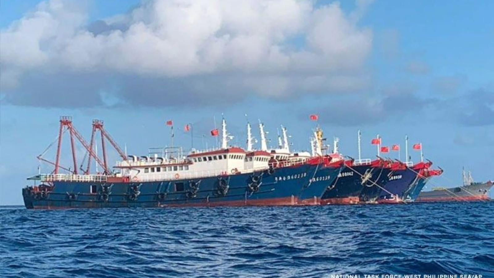 Philippines: Tàu Trung Quốc vẫn tràn ngập Biển Đông, đe dọa an ninh hàng hải