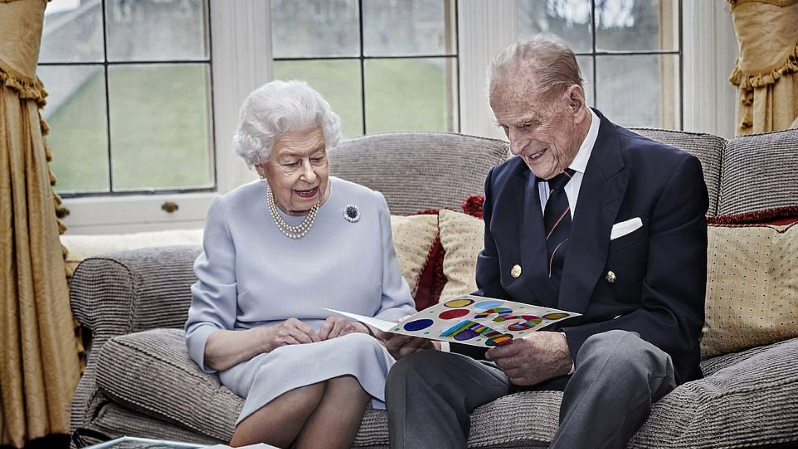 Chân dung Hoàng thân Philip - người chồng vừa qua đời ở tuổi 99 của Nữ hoàng Anh Elizabeth