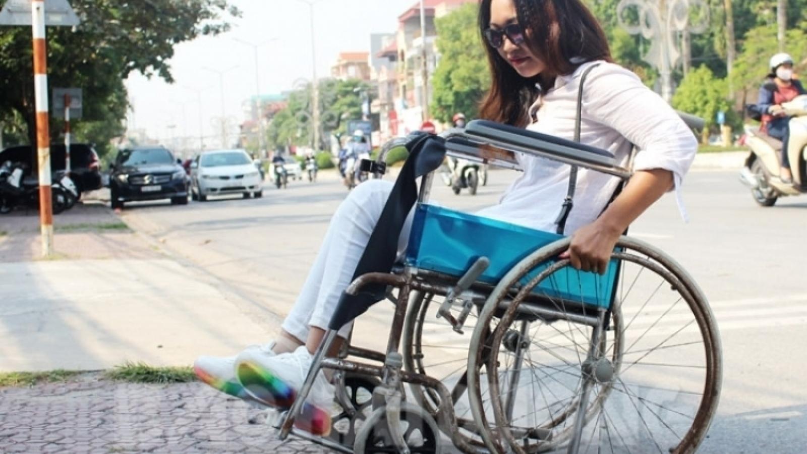 Người khuyết tật vẫn khó tiếp cận công trình công cộng