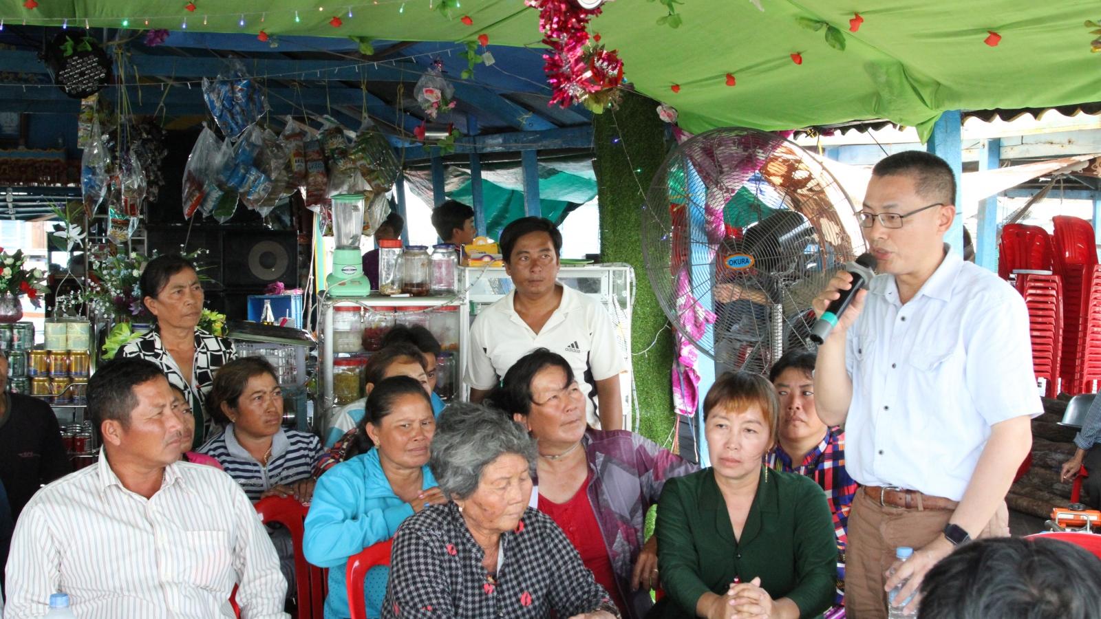 Đại sứ quán Việt Nam tại Campuchia luôn sát cánh cùng bà con trong đại dịch Covid-19