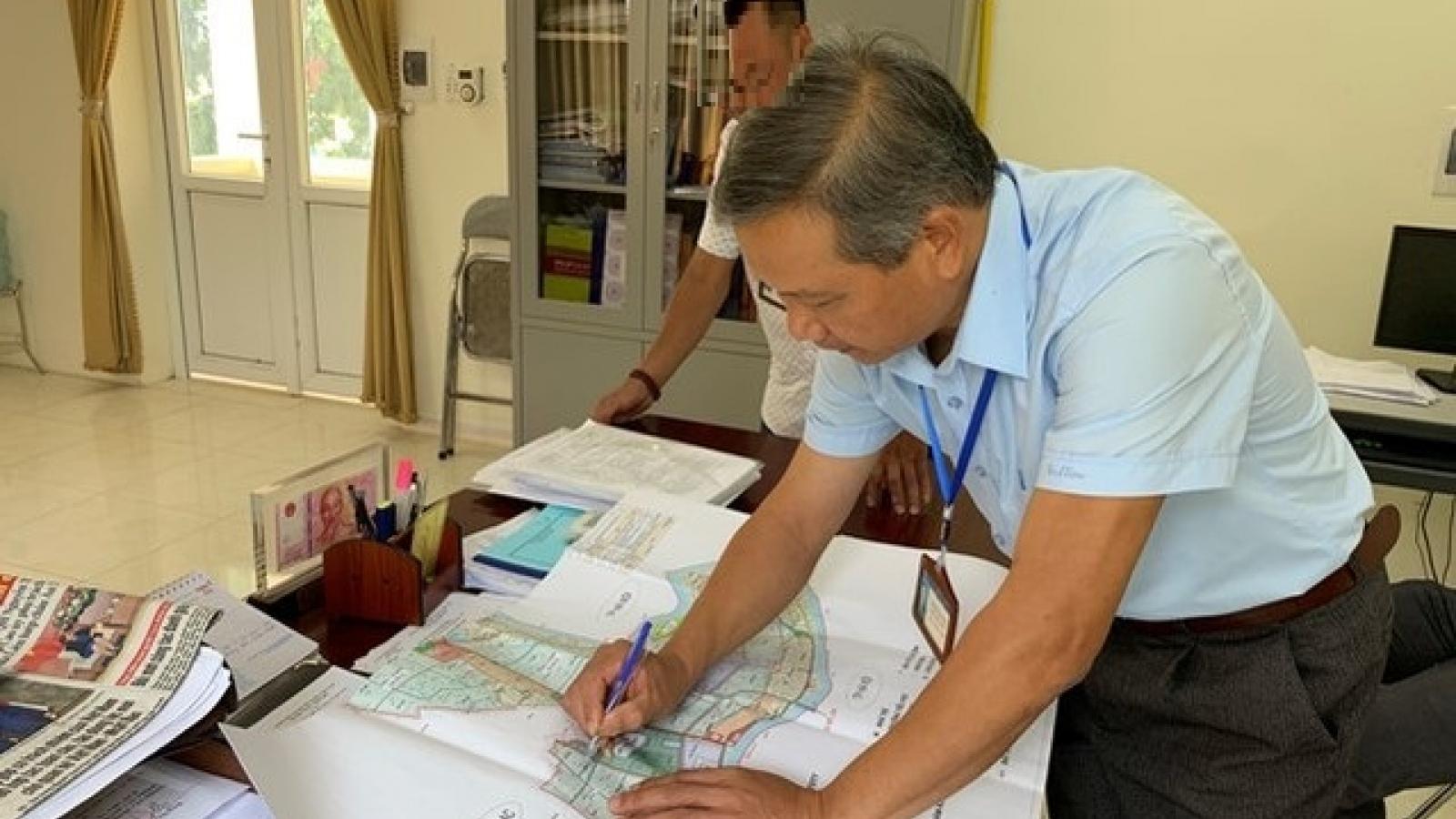 Bắt tạm giam nguyên Bí thư và nguyên Chủ tịch UBND xã Phú Xuân, Vĩnh Phúc