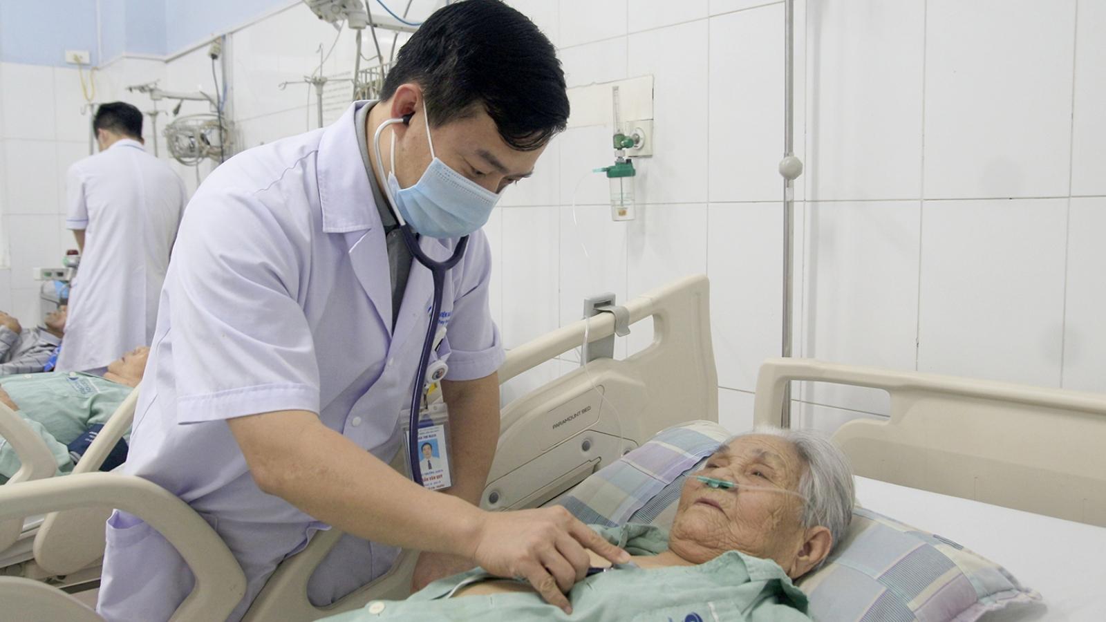 Cứu sống cụ bà 93 tuổi nhồi máu cơ tim cấp