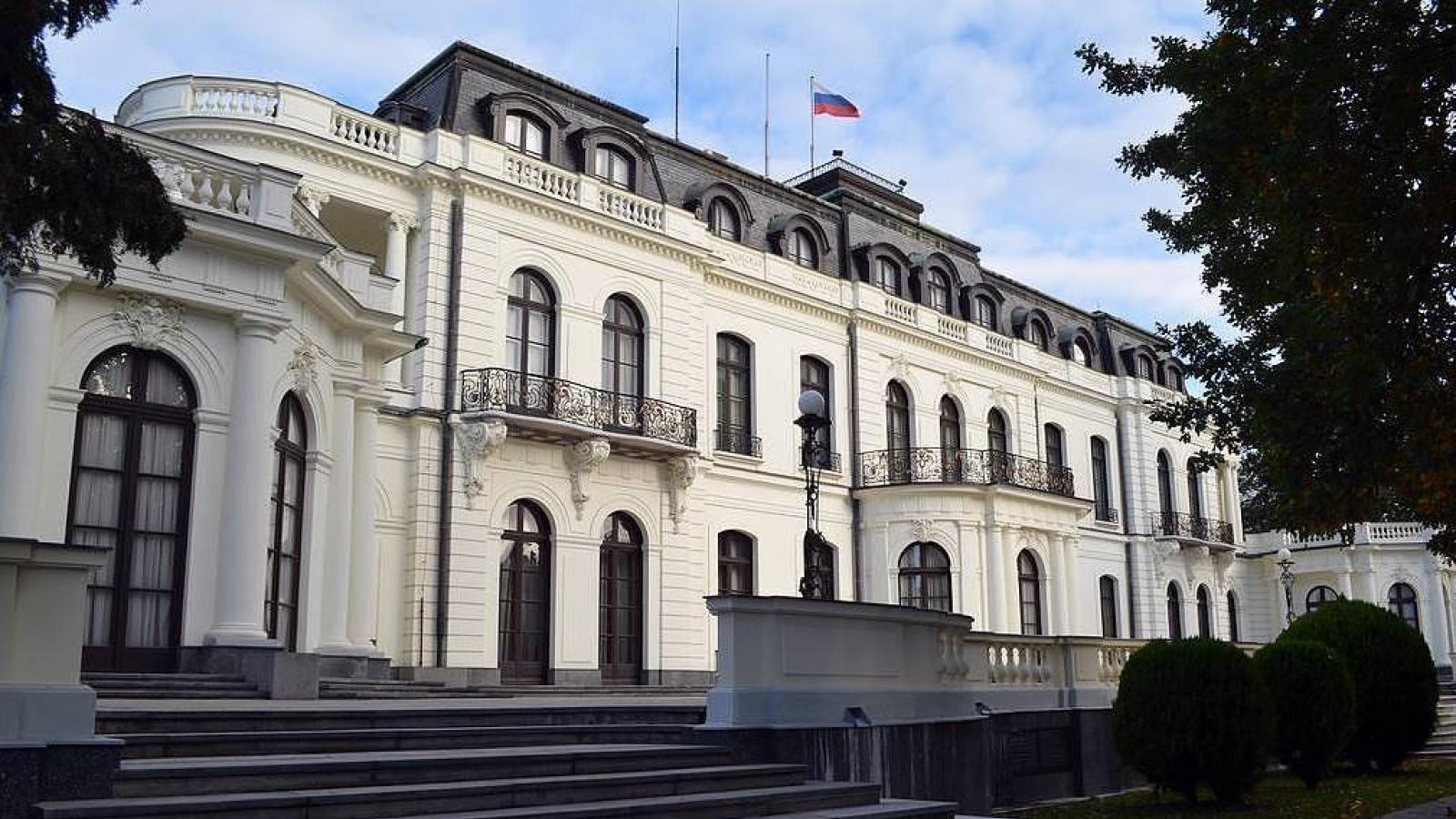 Hoạt động của Đại sứ quán Séc tại Nga rơi vào tình trạng tê liệt