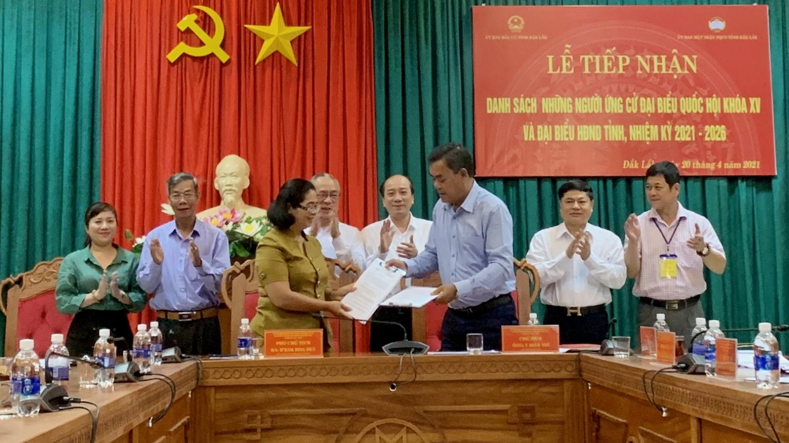 Đắk Lắk bàn giao hồ sơ 11 người ứng cử đại biểu Quốc hội khóa XV