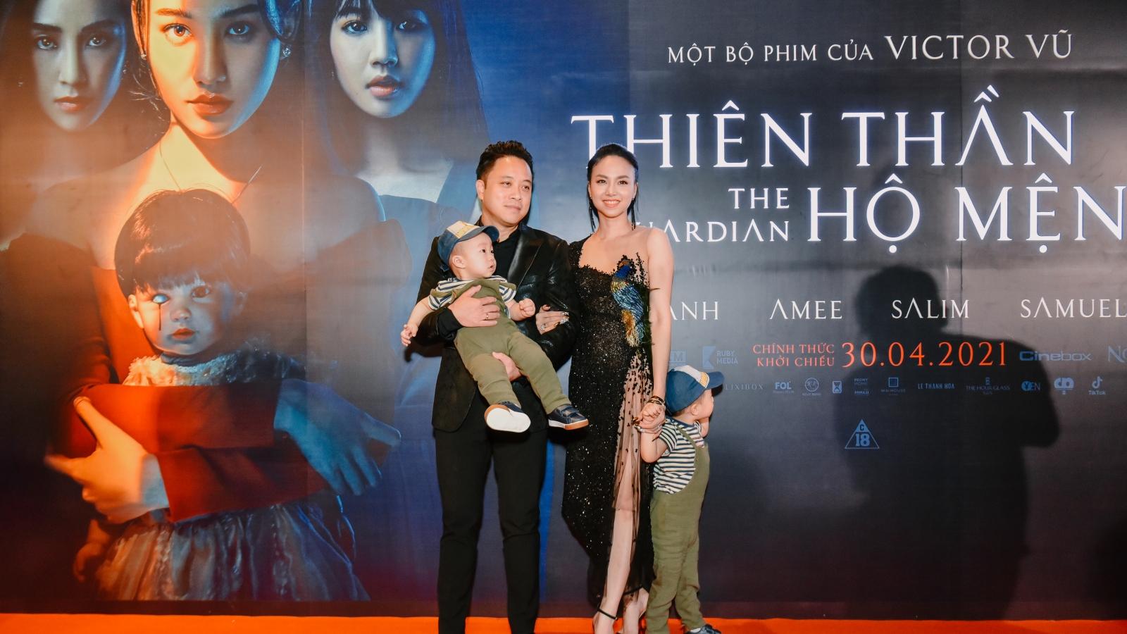Vợ chồng Victor Vũ - Đinh Ngọc Diệp đưa 2 con trai đến họp báo ra mắt phim