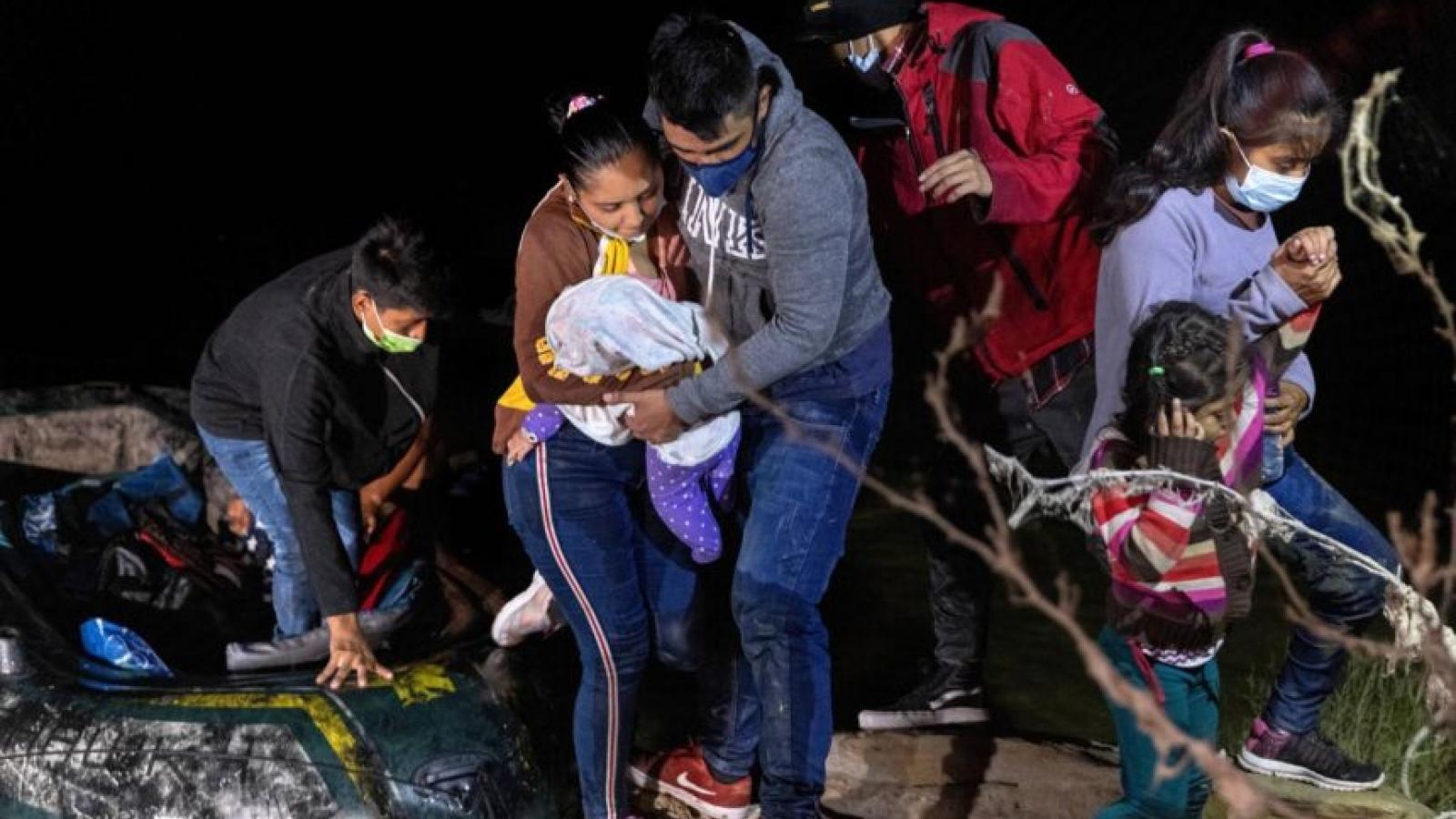 """Những kẻ đứng sau đường dây bán """"giấc mơ Mỹ"""" ở Mexico"""