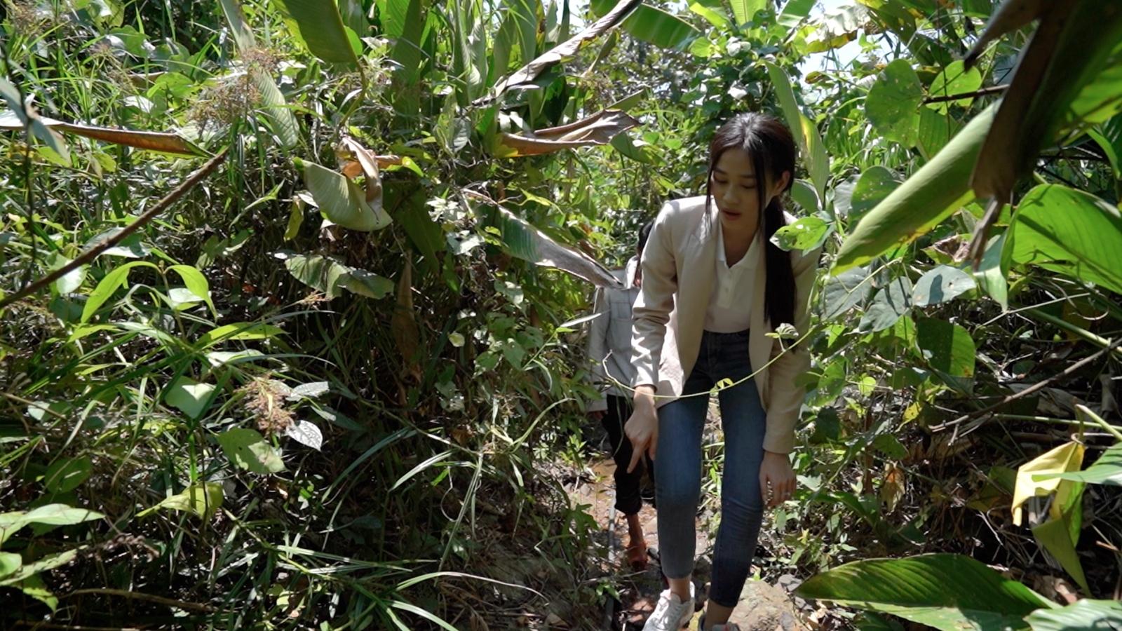 Hoa hậu Đỗ Hà trèo đèo lội suối bị vắt cắn khi làm dự án nhân ái