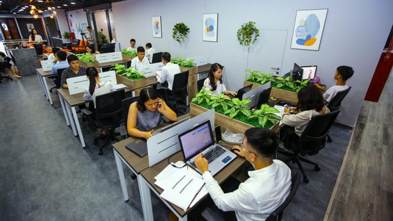 """Bất động sản xếp đầu bảng về mức lương """"khủng"""", ngành IT có nhu cầu tuyển dụng lớn"""