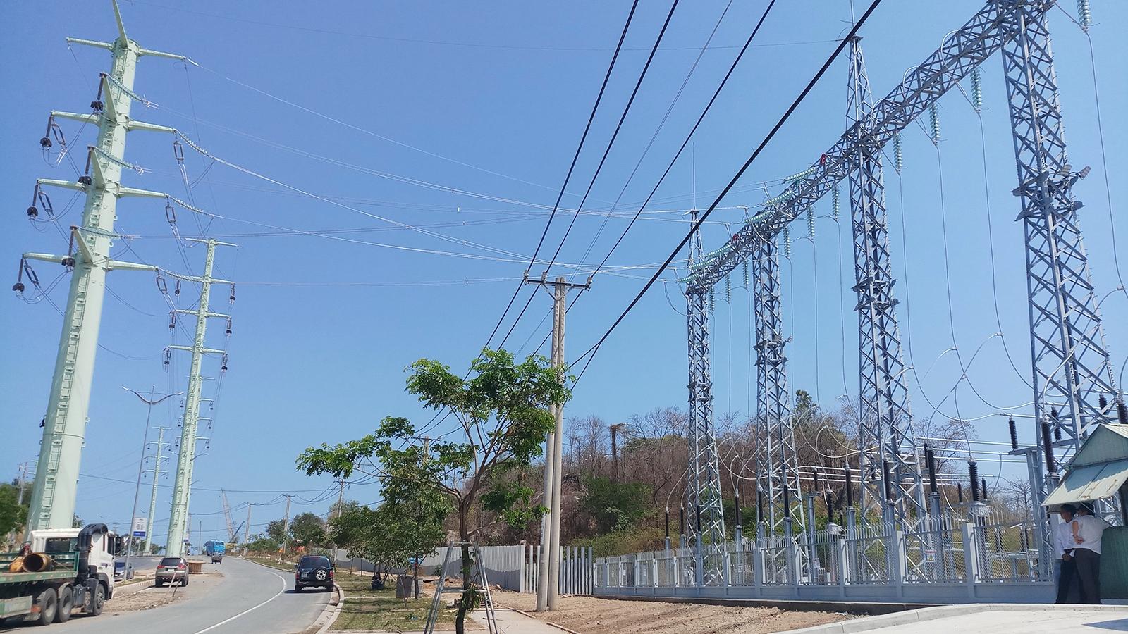 Hoàn thành công trình đường dây 110kV cấp điện cho Tổ hợp hóa dầu miền Nam