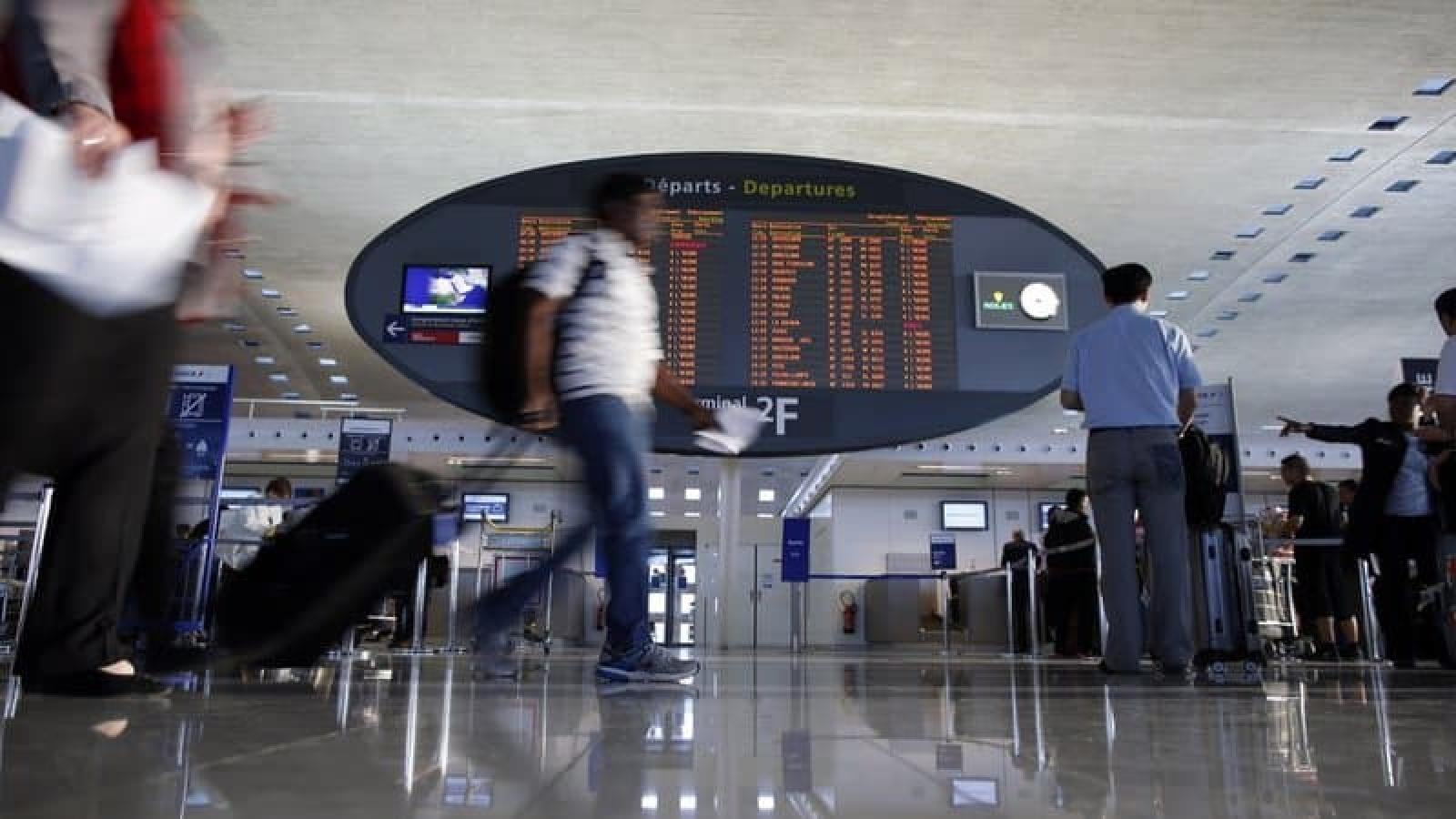 Pháp tính dừng các chuyến bay với Ấn Độ do lo ngại biến thể virus SARS-CoV-2