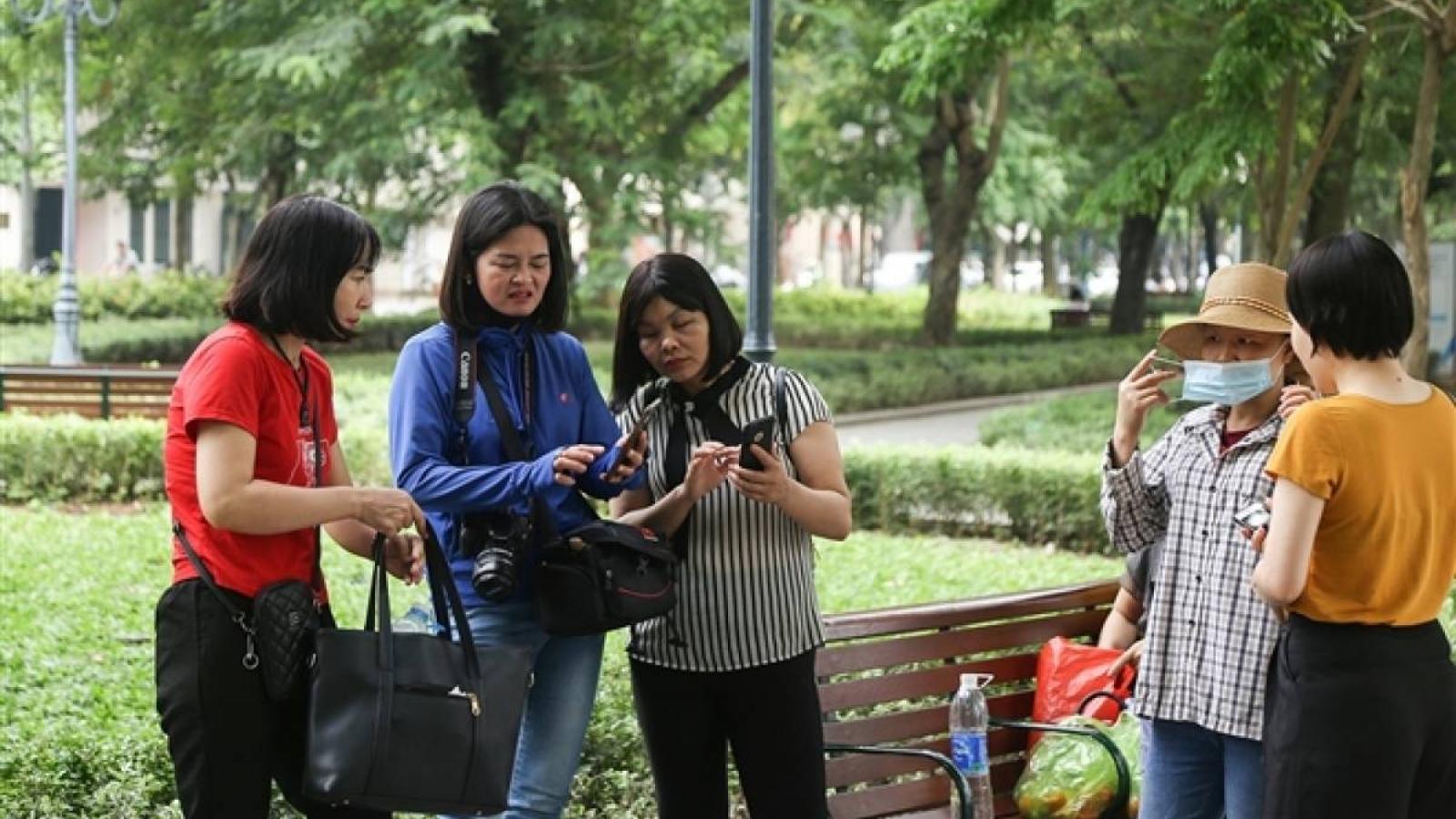 Hanoi residents not heeding COVID-19 warnings