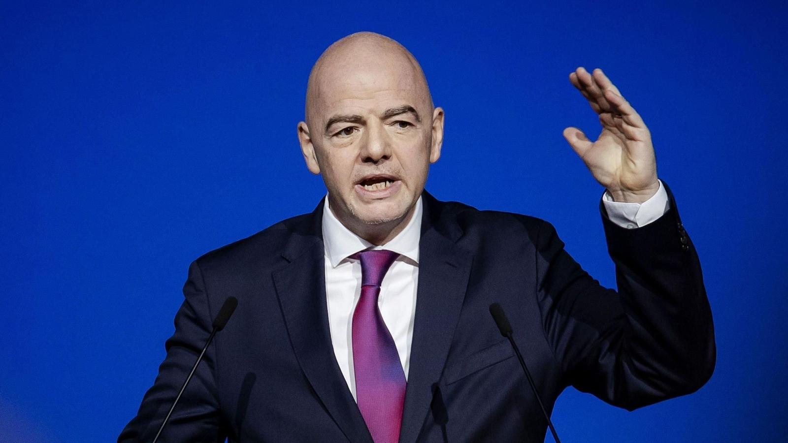 "Chủ tịch FIFA cảnh báo Super League ""coi chừng hậu quả"""