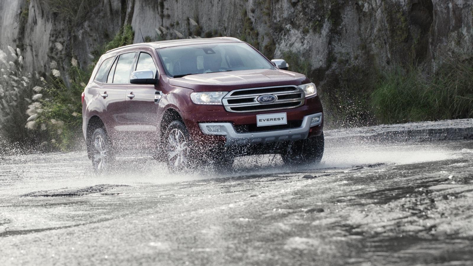 10 cách giúp tránh gặp nạn khi lái ô tô dưới mưa