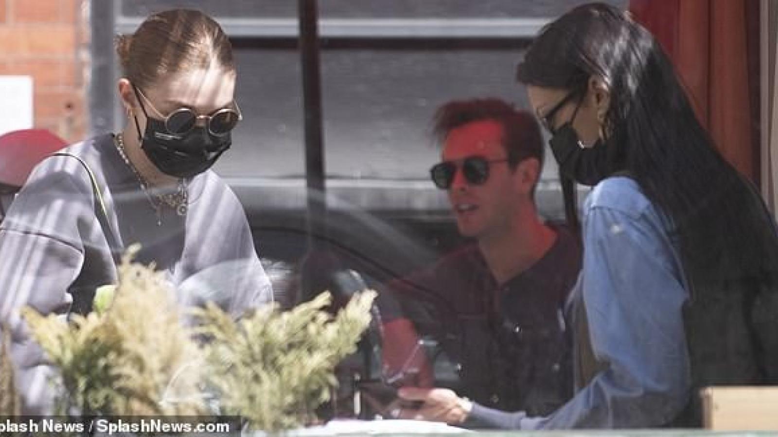 """Gigi Hadid cùng em gái Bella đưa """"công chúa nhỏ"""" đi chơi ở New York"""