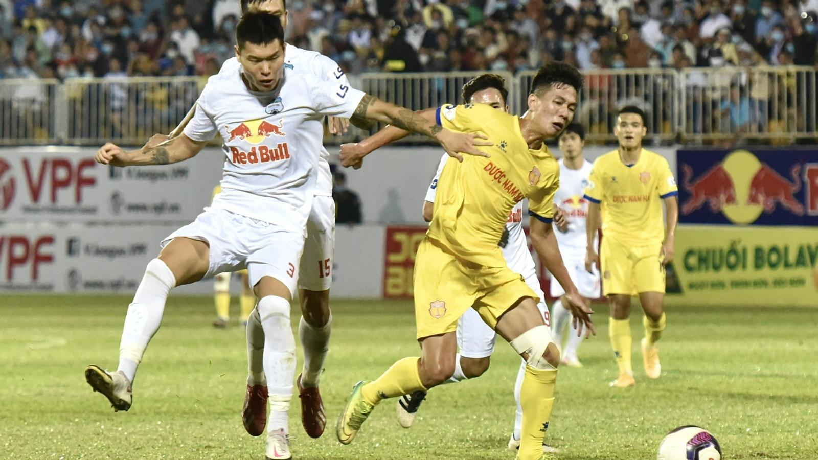 HAGL được hưởng 11m nhiều nhất V-League 2021