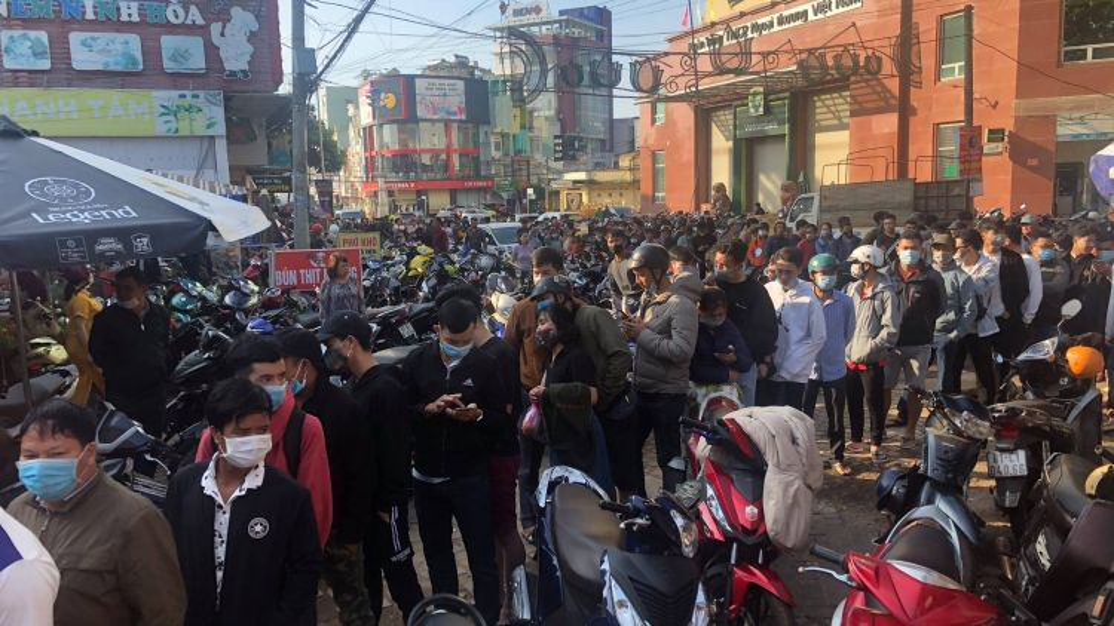 """Trận đại chiến HAGL - Hà Nội FC tạo ra cơn """"sốt vé"""" khủng khiếp"""