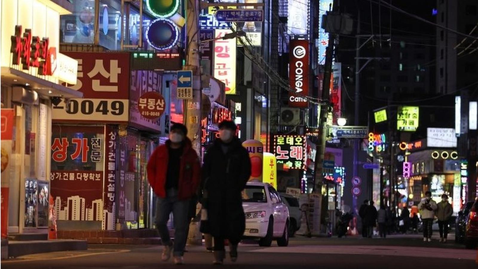 Hàn Quốc tái áp đặt lệnh giới nghiêm để chống dịch Covid-19