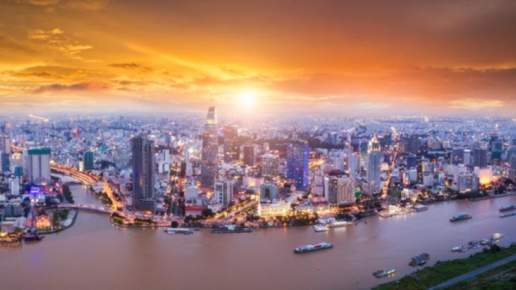 Forbes hails rising office rents, growth in VN housing market