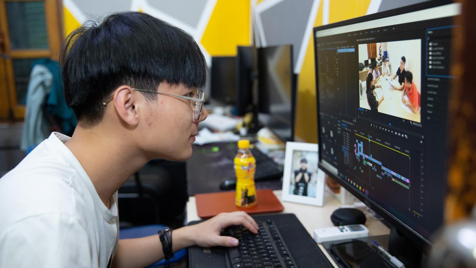Chàng thanh niên dựng phim với những đêm trắng chạy deadline phục vụ khách hàng