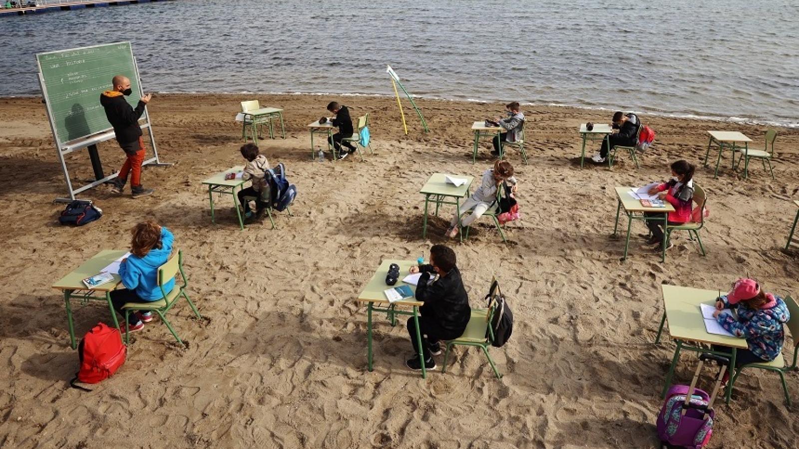 Học bên bờ biển để phòng chống Covid-19 – kinh nghiệm của một trường học Tây Ban Nha
