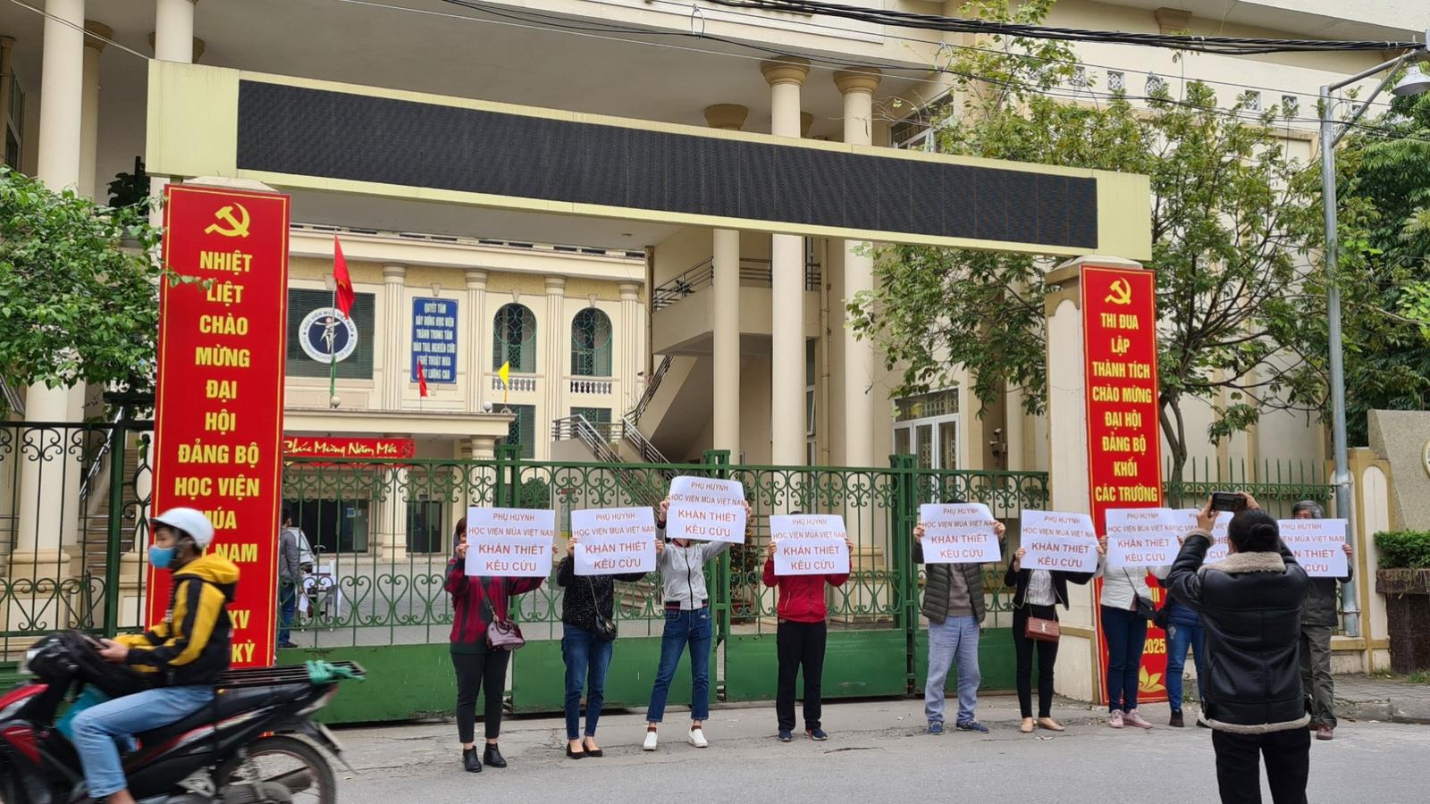 Tắc trách của Học viện Múa Việt Nam đẩy hơn 300 học sinh vào bế tắc