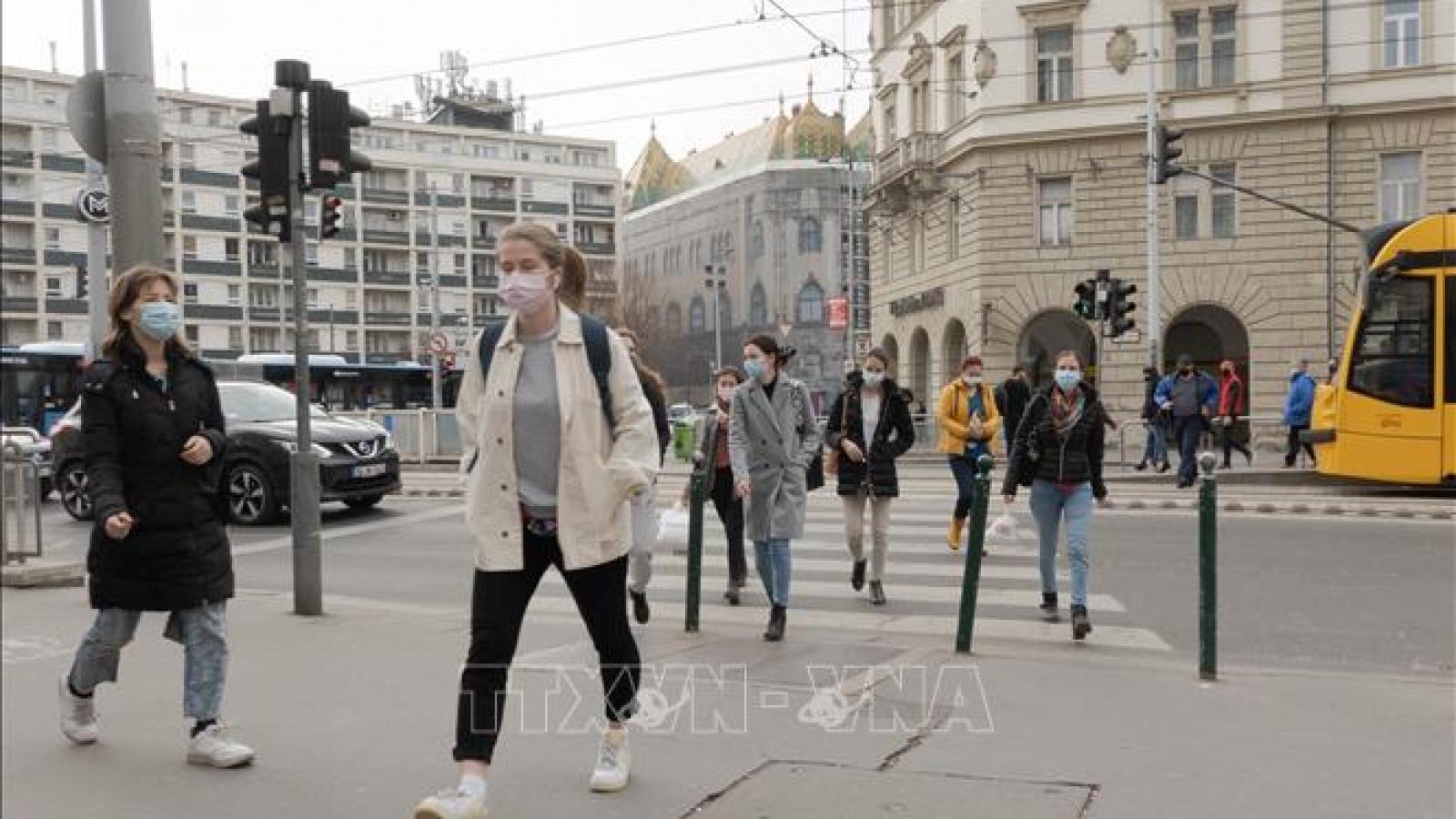 Hungary nới lỏng các biện pháp hạn chế theo tốc độ tiêm chủng