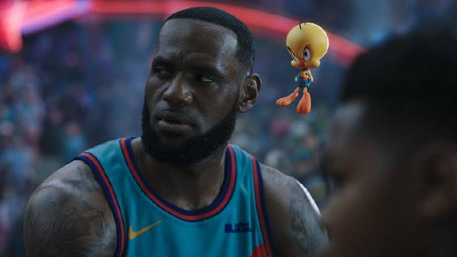 """""""Space Jam"""" hội tụ huyền thoại bóng rổ cùng các biểu tượng hoạt hình nổi tiếng"""