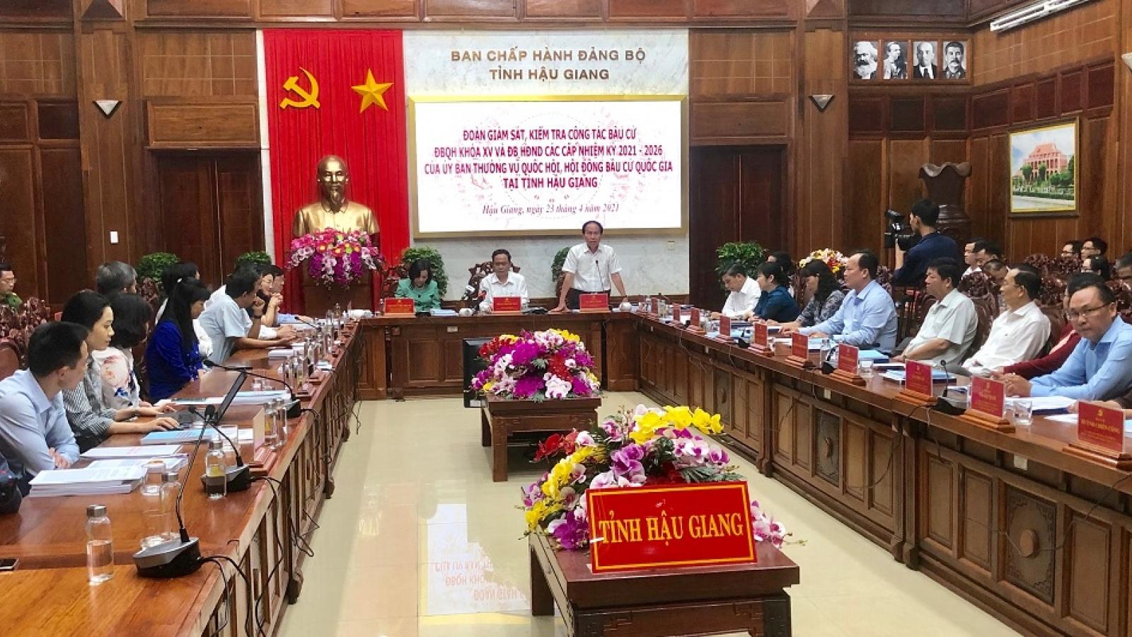 Ông Trần Thanh Mẫn kiểm tra công tác bầu cử tại tỉnh Hậu Giang