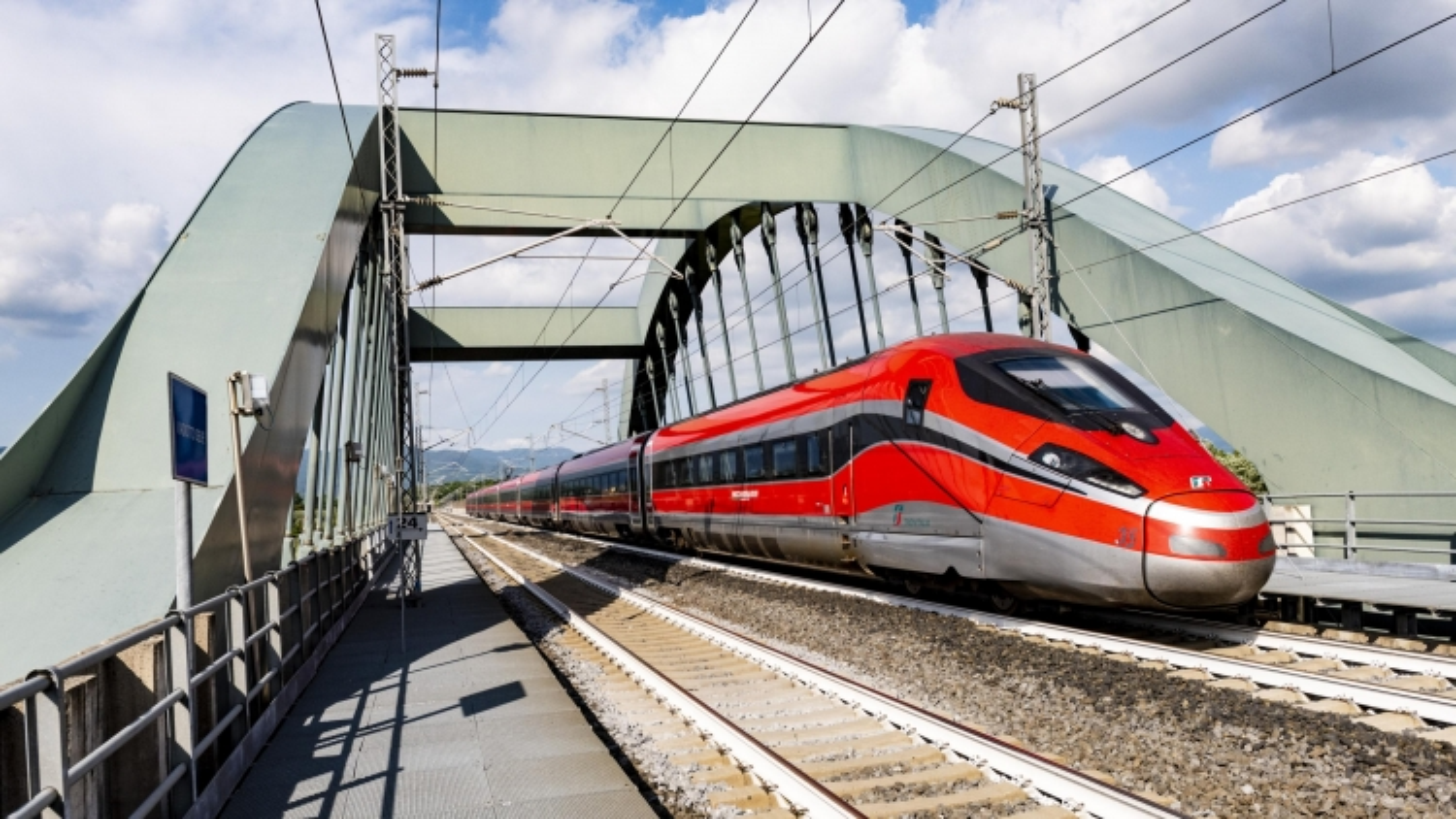 """Italy đưa vào vận hành những """"chuyến tàu không Covid-19"""""""