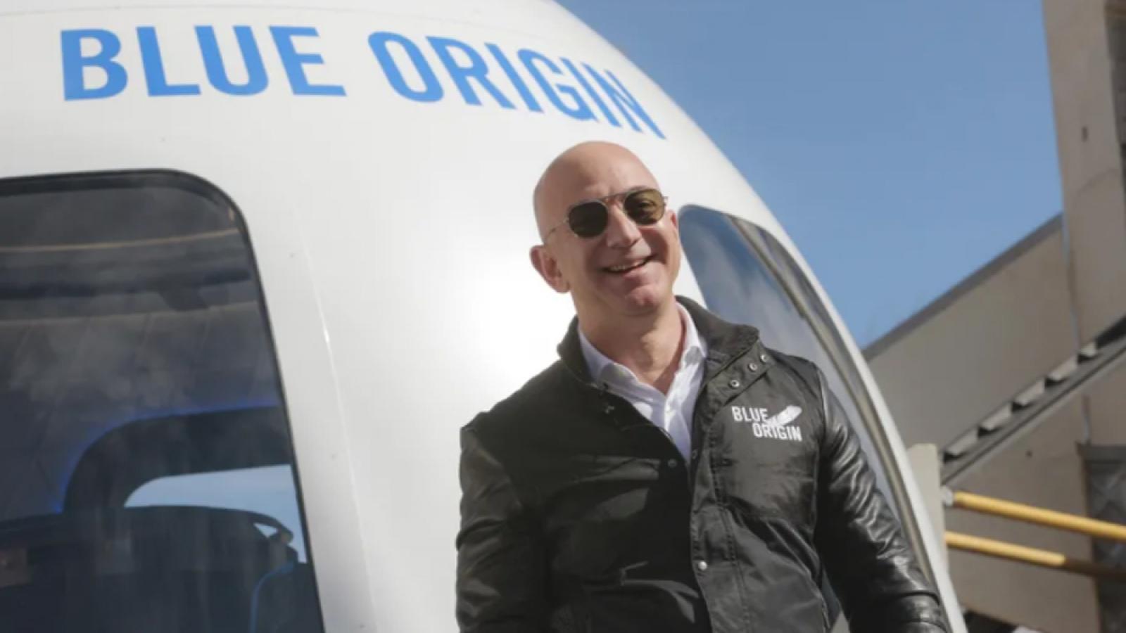 Tỷ phú Jeff Bezos sắp mở bán vé du lịch vũ trụtrên tàuNew Shepard