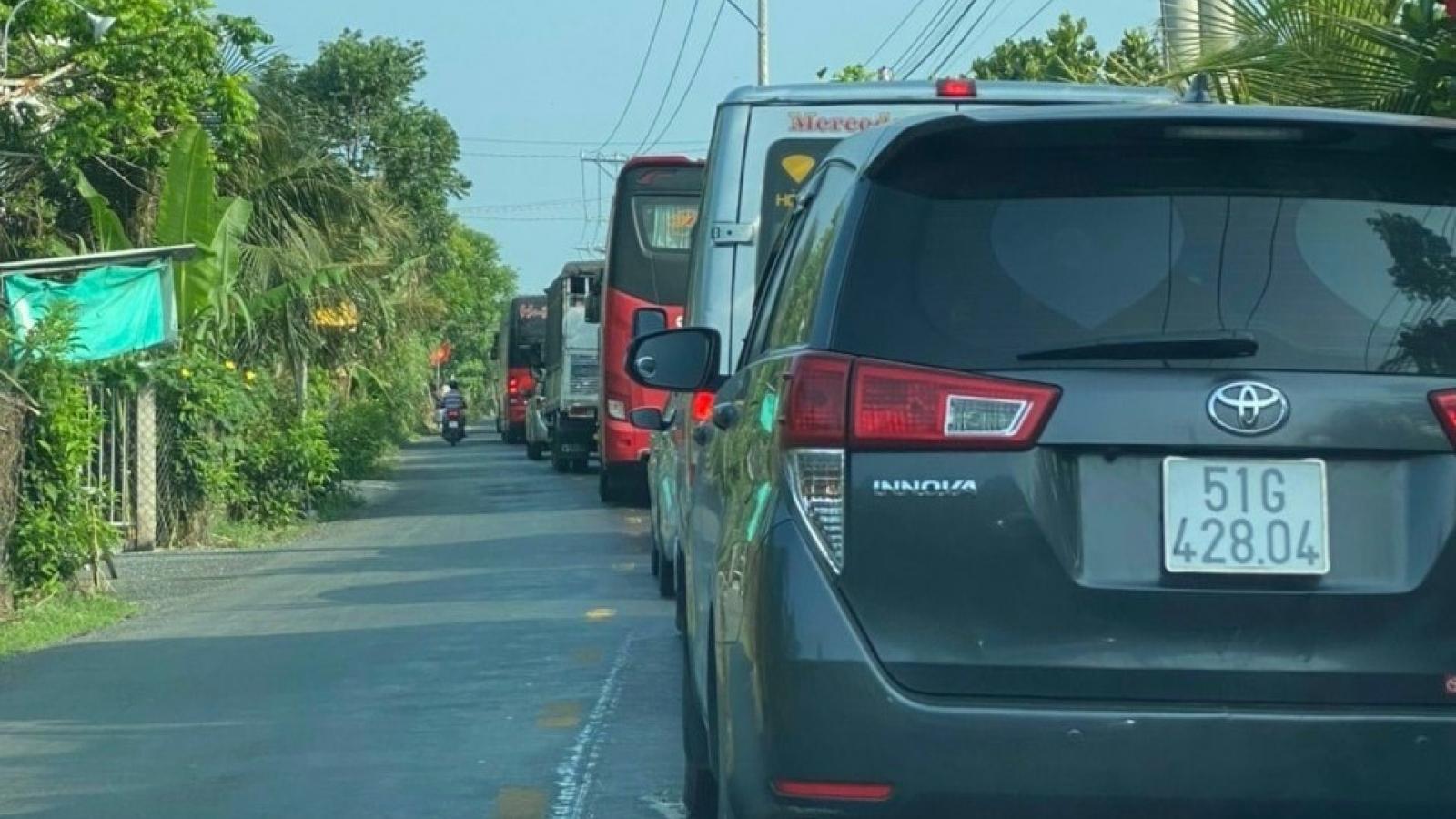 Ùn tắc giao thông nghiêm trọng tại cửa ngõ Miền Tây