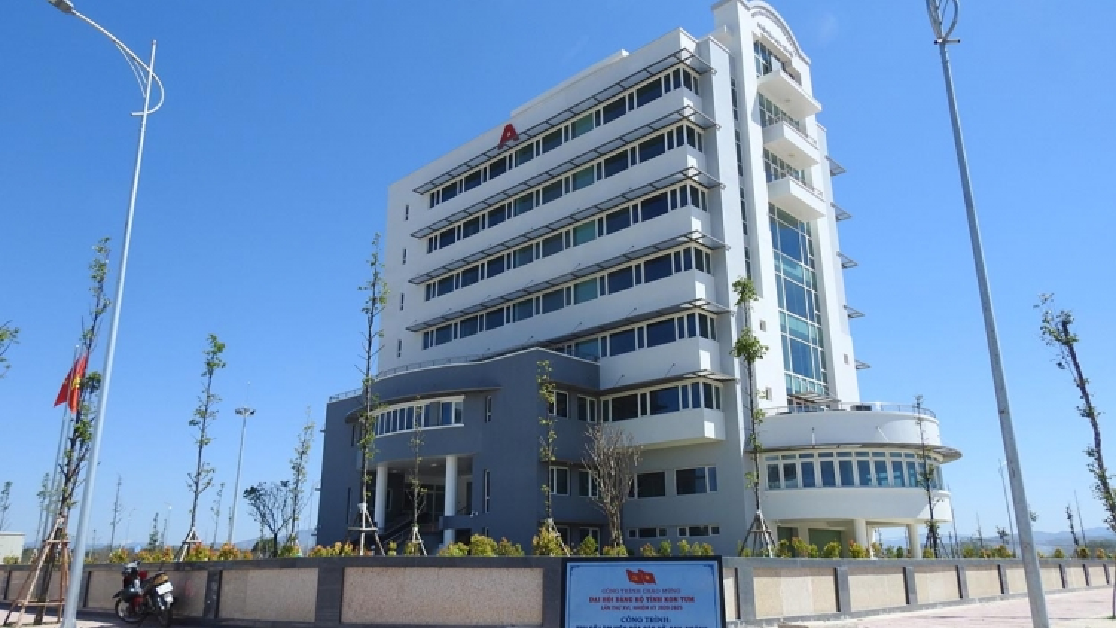 Hoảng hồn sự cố tuột cáp thang máy ở 2 tòa nhà hành chính tỉnh Kon Tum