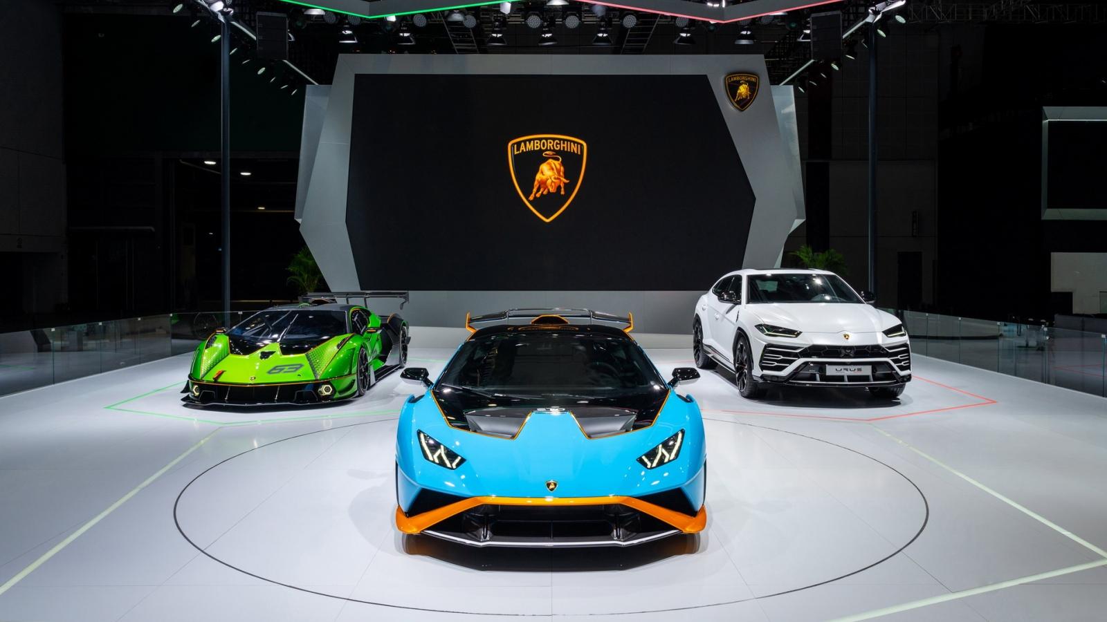 Lamborghini bán hết sản phẩm của năm 2021!