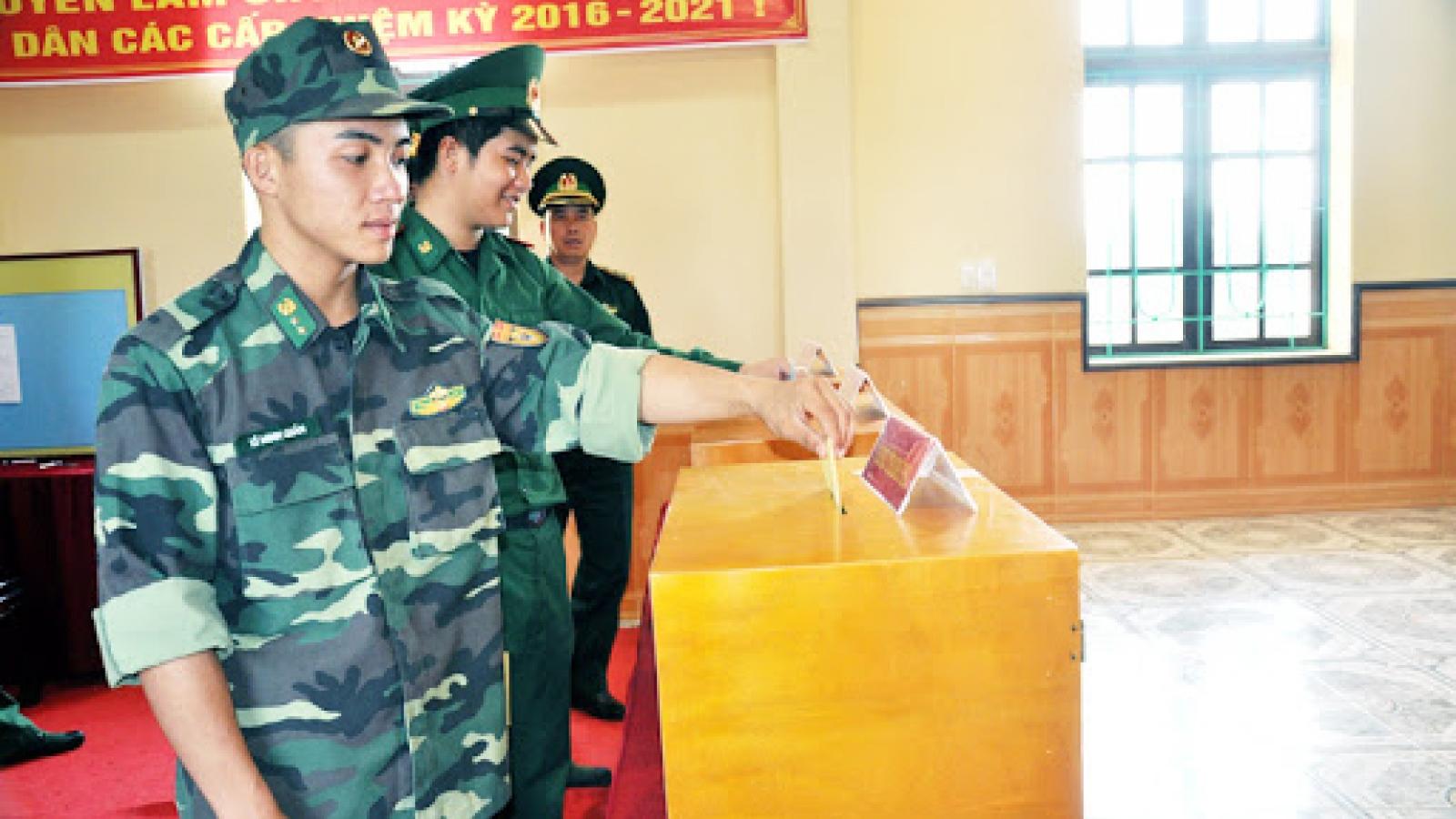 Việc lập danh sách cử tri ở đơn vị vũ trang nhân dân có gì đặc biệt?